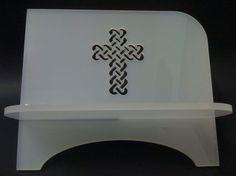 Porta biblía cortado a laser em acrílico leitoso. Maiores informações pelo email ncampos@laserartbr.com.br