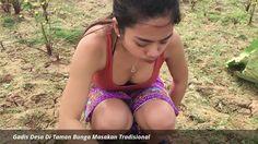 Apa yang dilakukan gadis desa seksi ini di ladang ??
