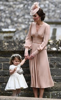 Pippa Middleton stuns as she arrives at the church on wedding day #dailymail