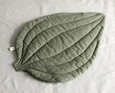 I've come across a very interesting fresh trend — large textile leaves that serve as blankets, comforters and rugs. Anyone can sew something like that, even someone who is seating at the sewing machine for the first time. Those articles I've seen tell about natural materials — cotton and flax, but who is stopping you to do your own thing and create such a bright rainbow of colours!