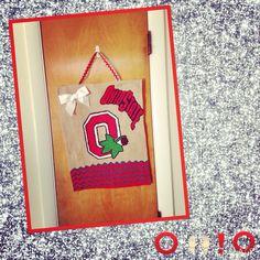 This is MY version of a Ohio State Buckeye Burlap Sign!!❤️ (M.T.E) #burlapsign #ohiostatebuckeys #craftsbymorgan