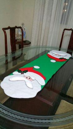 Camino de mesa papa Noel, en paño lenci.
