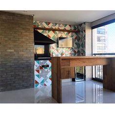 Nossos azulejos no projeto da @prinacle_arq ;-) #azulejos #azulejosdecorados #revestimento #arquitetura #reforma #decoração #interiores #decor #casa #sala #design #cerâmica #tiles #ceramictiles #architecture #interiors #homestyle #livingroom #wall #homedecor #lurca #lurcaazulejos