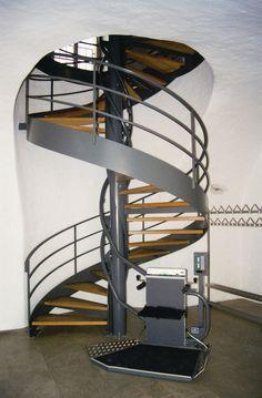 Montascale per scala a chiocciola all 39 interno di una - Cancelletti per scale a chiocciola ...