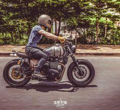 rankxerox:  zeuscustomMad Max on the Road #motorcycles #streettracker #motos | caferacerpasion.com