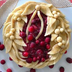 Boughs of holly cranberry pie with open piecrust design formed with sugar-sprinkled applied leaves, berries and ribbon. Pie Crust Recipes, Tart Recipes, Beautiful Pie Crusts, Pie Crust Designs, Pie Decoration, Cranberry Pie, Pie Tops, Homemade Pie, Christmas Baking
