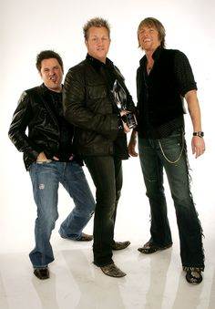 <3 Rascal Flatts...1 of the best bands out there