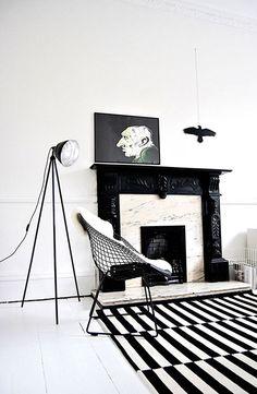 Black & white livingroom  www.barefootstyling.com