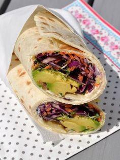 Rotkohl-Wraps, Karotten und Avocado-For 4 Wraps 2 Weizentortillas . Vegetarian Wraps, Healthy Wraps, Healthy Summer Recipes, Vegetarian Appetizers, Appetizer Recipes, Vegetarian Recipes, Tahini, Food Porn, Lunch Wraps