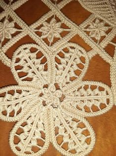 Romanian Lace, Teneriffe, Pottery Handbuilding, Point Lace, Tatting Patterns, Crochet Art, Needle Lace, Quilling Art, Hand Embroidery