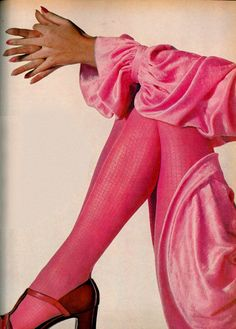 Pretty in pink (Photo by Irving Penn, 60s And 70s Fashion, Xl Fashion, Pink Fashion, Fashion History, Vintage Fashion, Fashion Themes, Fashion Tights, Vintage Couture, London Fashion