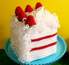 Free Pattern: Loopy White Cake with Strawberry Filling and Strawberries on Top (Lion Brand Vanna's Choice, Cascade 220)