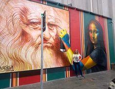 Um dos caras mais fdásticos  na entrada da expo de Da Vinci no @misexperience ! @kobrastreetart  sempre admirei seu trabalho e mais ainda depois da Galeria Circular onde pude conhecer um pouco de sua trajetória! Parabéns por sua arte e todo seu sucesso merecido!  #verokraemer #alemdaruaatelier #kobrastreetart #kobra #misexperience #grafitti #grafite #monalisa #streetart #murals