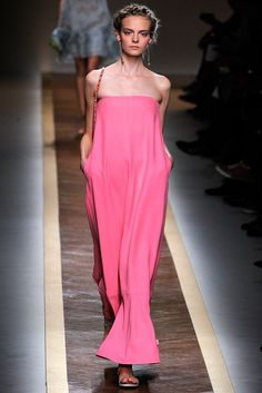 Valentino Spring 2012 Ready-to-Wear Fashion Show Collection