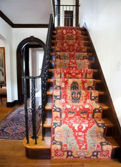 Pretty Painted Stairs Ideas to Inspire your Home stair carpet runner (stairs painted ideas) Tags: carpet stair treads, striped stair carpet, stair carpet ideas stair+carpet+ideas+staircase Interior Exterior, Home Interior, Interior Design, Interior Architecture, Kitchen Interior, Floor Design, House Design, Carpet Design, Staircase Runner