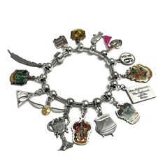 Perfect gift idea! ThisHarry Potter™ OfficiallyLicensedBracelet is sure to amazeany fan of the famous Harry Potter series!…