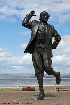 Eric Morecambe Statue by Graham Ibbesson: The Tern Project, Morecambe, Lancashire, England