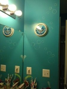 finding nemo bathroom...dont like the color, but the bubbles are cute! For Kaylin's bathroom