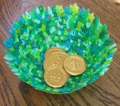 St Patrick's Day Kids Craft - Need a fast way to get rid of all our Perler beads - so tired of ironing them!