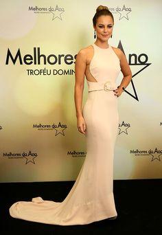 Paolla Oliveira usa vestido clássico longo (Foto: Isabella Pinheiro/Gshow)
