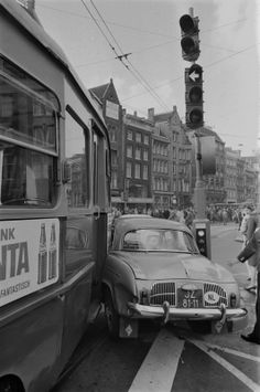 Amsterdam Holland, New Amsterdam, Old Vintage Cars, Car Crash, Borneo, Public Transport, Transportation, Classic Cars, Automobile