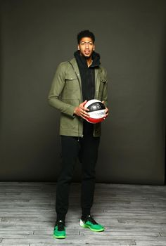 Anthony Davis of the New Orleans Pelicans poses for a portrait on Feb. 2016 at the Sheraton Centre as part of 2016 NBA All-Star Weekend in Toronto, Ontario Canada. Basketball Motivation, Basketball Workouts, Basketball Players, College Basketball, Pelicans Basketball, Sports Stars, Nba Stars, Gorgeous Black Men, Anthony Davis