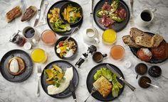 AUX PRES by Cyril Lignac: On vous propose de commencer par son superbe brunch qu'il sert dans son restaurant rue du Dragon au coeur de Saint Germain des prés. Pour 39 euros (une bagatelle comparé à ce que vous mangerez), laissez vous tenter par un des plats (simples en apparence) - oeuf bénédicte, omelette blanche, burger bio ou encore croque Madame puis une des gourmandises - Pain perdu, fraise Melba, Pancake banane....