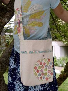 Free Bag Pattern and Tutorial - Summer Reading Library Book Bag