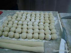 Aprende a preparar Ñoquis rellenos con esta rica y fácil receta. Masa, pisamos bien las papas,agregamos la ricota, colocamos los huevos, la pimienta y la nuez...