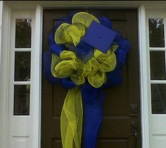 deco mesh door wreath with mortar board. Could also add school initials or logo. Great for high school or college already my school colors Graduation Open Houses, College Graduation Parties, Graduation Celebration, Graduation Decorations, Graduation Party Decor, Grad Parties, Graduation Gifts, Graduation Ideas, Graduation 2015