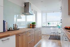 Unusual idea minimalist cabinet design white kitchen 4 home ideas. Minimalist Kitchen Cabinets, White Kitchen Appliances, Black Kitchens, Home Kitchens, Room Interior Design, Interior Exterior, Rustic Kitchen, Kitchen Decor, Appartement Design