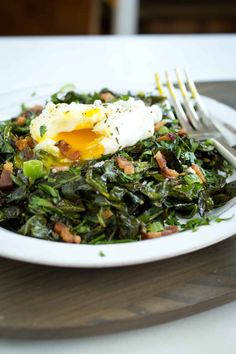 Collard greens are a mainstay of Southern soul food. This modern preparation of spiced collard greens pairs the sturdy vegetable with bacon and eggs. #collardgreens #baconandeggs #southernfood