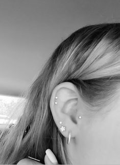 Tragus, Double Helix, and three Lobe piercings Tragus Piercings, Percing Tragus, Triple Lobe Piercing, Three Ear Piercings, Pretty Ear Piercings, Ear Piercings Chart, Ear Peircings, Snug Piercing, Daith Piercing Kylie Jenner