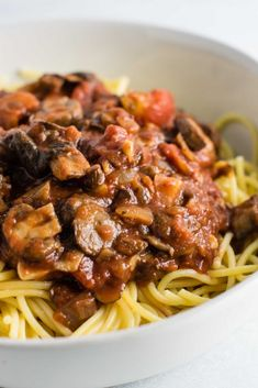 """meatless spaghetti sauce recipe made with mushrooms, garlic, and onions. A delicious """"meaty"""" vegetarian spaghetti recipe.Easy meatless spaghetti sauce recipe made with mushrooms, garlic, and onions. A delicious """"meaty"""" vegetarian spaghetti recipe. Easy Meatless Spaghetti Sauce Recipe, Mushroom Spaghetti Sauce, Spaghetti Sauce Easy, Meatless Pasta Recipes, Spagetti Recipe, Vegetarian Spaghetti, Vegetarian Recipes, Healthy Recipes, Delicious Recipes"""