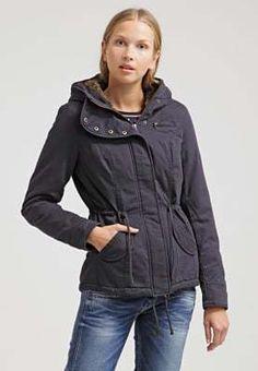 Dit is echt een koopje. Met 40% korting is deze jas van ONLY nu te koop voor maar 47,95 euro! Snel naar aldoor dus. #uitverkoop #damesmode #winterjassen #ONLY. #aldoor Hooded Jacket, Athletic, Euro, Jackets, Fashion, Jacket With Hoodie, Down Jackets, Moda, Athlete