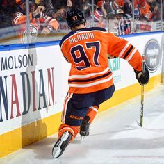 Connor with the celly! Connor Mcdavid, Edmonton Oilers, Hockey Players, Nhl, Funny Hockey, Sports, Club, Sport