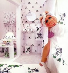 Miss Piggy in Kermit Decorated Bathroom