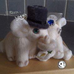 Needlefelted wedding elephants :)