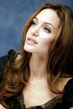 Angelina Jolie promoting A Mighty Heart in Beverly Hills, California on June Angelina Jolie Photos, Jolie Pitt, Jennifer Aniston, Most Beautiful Women, Beauty Women, Beauty Makeup, Celebs, Portrait, Hair Styles