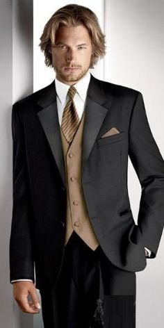 Minsky Formal Wear has a wedding tuxedo rental or your informal wedding suits rental in Dallas. Same day and Saturday tuxedo rental and suits rental available! Bal Smoking, Sharp Dressed Man, Well Dressed Men, Prom Tuxedo, Look Man, Tuxedo For Men, Tuxedo Suit, Black Tuxedo, Wedding Outfits