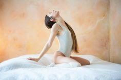 dancer in bed - null