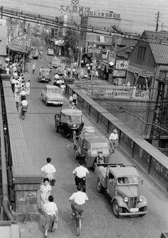 (昭和29年) Old Pictures, Old Photos, Vintage Photos, Asian Continent, Showa Era, Japanese Streets, Tokyo Japan, Vintage Japanese, Nostalgia