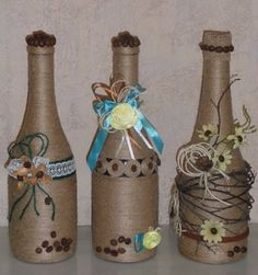 13 Ideas hermosas para decorar botellas con cordón de henequén ~ lodijoella Wine Bottle Design, Wine Bottle Art, Diy Bottle, Bottle Vase, Wine Bottle Crafts, Mason Jar Crafts, Wrapped Wine Bottles, Bottles And Jars, Glass Bottles
