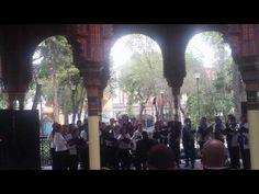 Lo que dijo el director del coro estuvo genial: Posada mexicana #Navidad: http://youtu.be/3wierxPHBV8