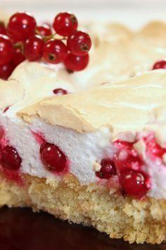 Ein (Spät)-Sommertraum – Johannisbeer-Baiser Torte Malu's Delicacies – A (Late) Summer Dream: Currant-meringue pie No Bake Desserts, Just Desserts, Cake Cookies, Cupcake Cakes, Baking Recipes, Cake Recipes, German Cake, Meringue Cake, Healthy Cake