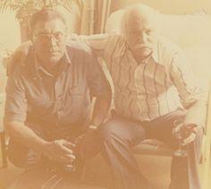 Selecionamos esta foto para comemorar o #diadoamigo aqui no IAC. Vemos do lado esquerdo Luiz Sacilotto e do lado direito Hermelindo Fiaminghi, os dois artistas possuem seu acervo aqui no Instituto De Arte Contemporânea. (Fotografia tirada em Paris no ano de 1978).  #iac #institutodeartecontemporânea #sp #paris #amigo #Sacilotto #Fiaminghi #LuizSacilotto #HermelindoFiaminghi #arte #amizade #instituto #acervo #fotografia #foto #arquivo #memória #lembrança