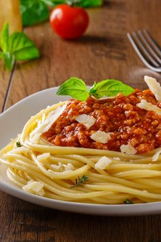 Die perfekte Bolognese zu Pasta: http://www.gofeminin.de/kochen-backen/nudelsossen-s1570608.html
