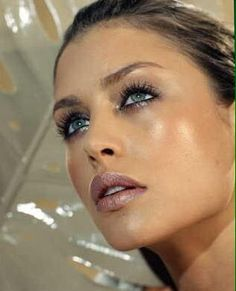 Hannah Ware. Love the makeup! Jealous of this woman. She is sooooo gorge! Remember she also has had cosmetic surgery so don't be so hard on yourself, ok gf!!! -ks