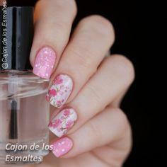 Uñas con flores de cerezo