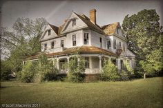 Abandoned Beauty.       The Evans-Applewhite home in Ashburn, GA. A beautiful old home, abandoned and left to decay.